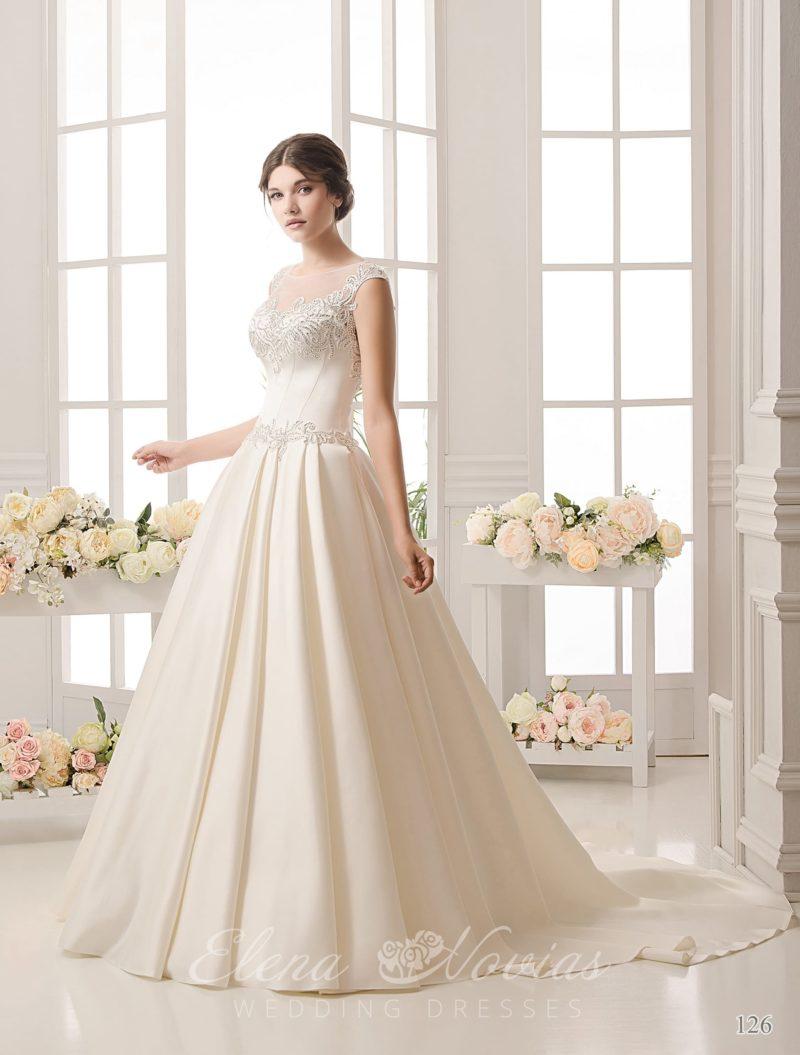 Атласное свадебное платье с закрытым тонкой вставкой верхом и отделкой элегантной вышивкой.