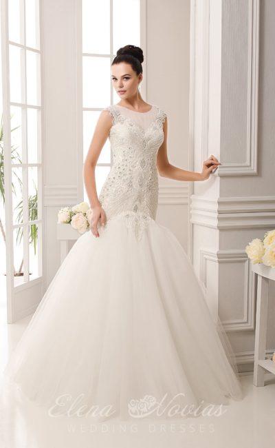 Свадебное платье «русалка» с роскошным корсетом, покрытым бисером, и открытой спинкой.