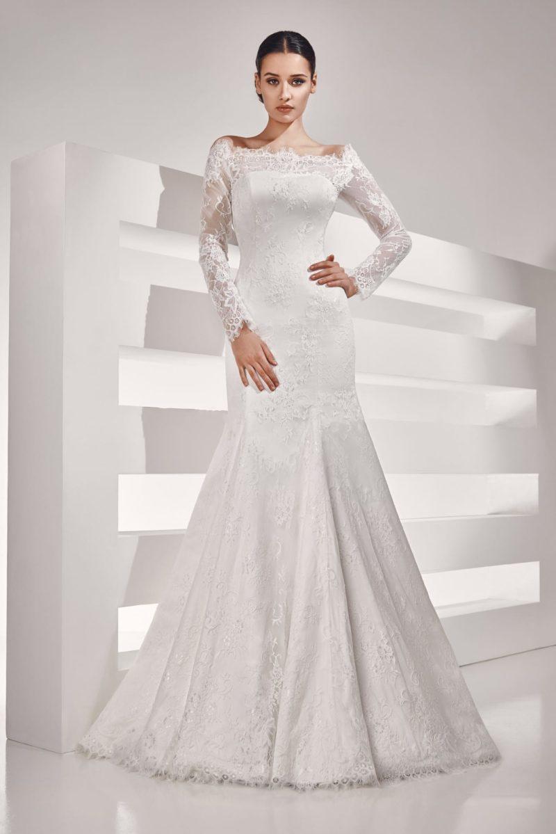 Ажурное свадебное платье «рыбка» с длинным рукавом и портретным лифом.