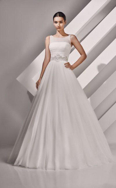 Свадебное платье с изящным вырезом декольте