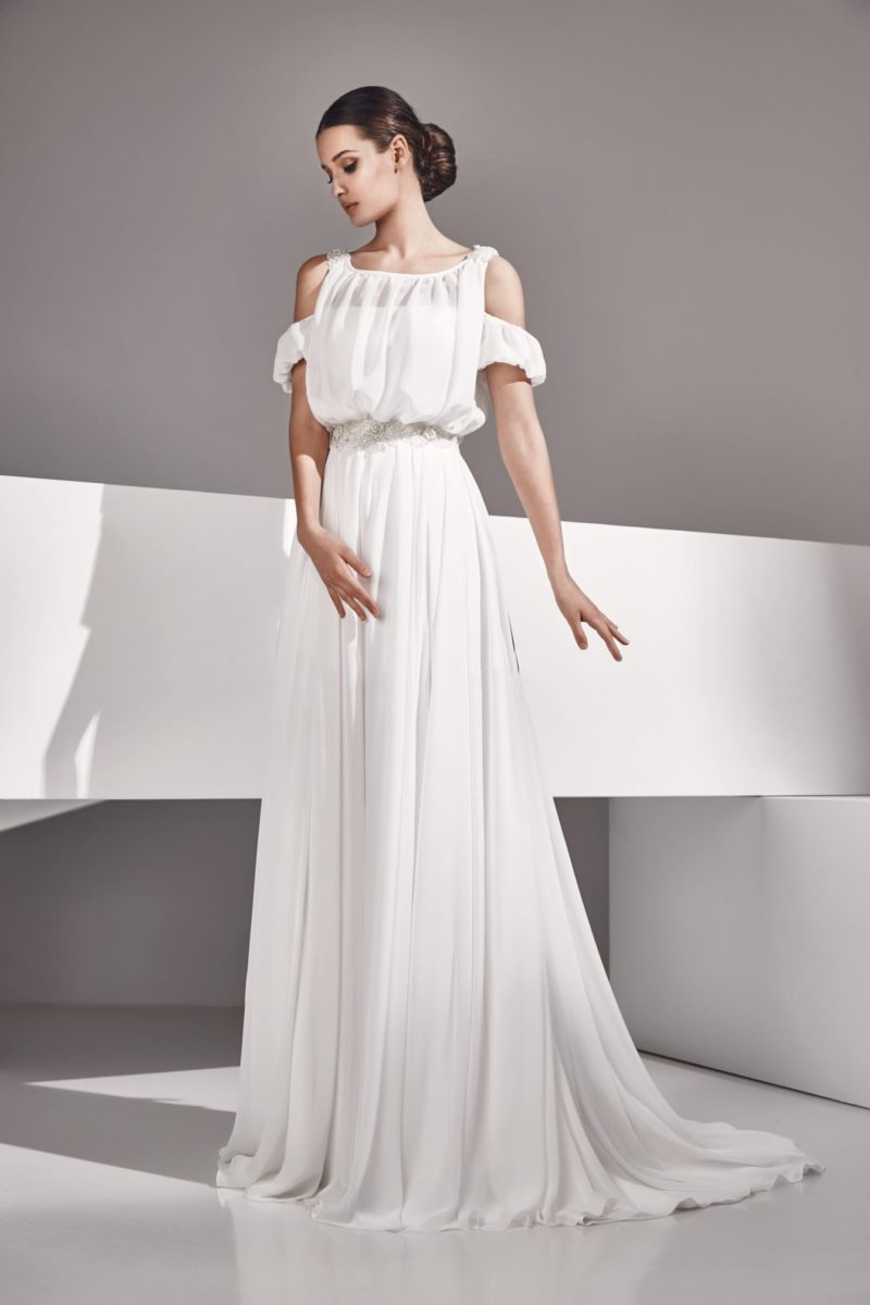 Эксцентричное свадебное платье с двойными бретелями и элегантной юбкой.