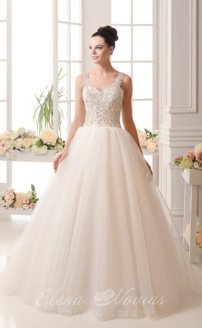 Великолепное свадебное платье с юбкой классического кроя и корсетом, расшитым бисером.