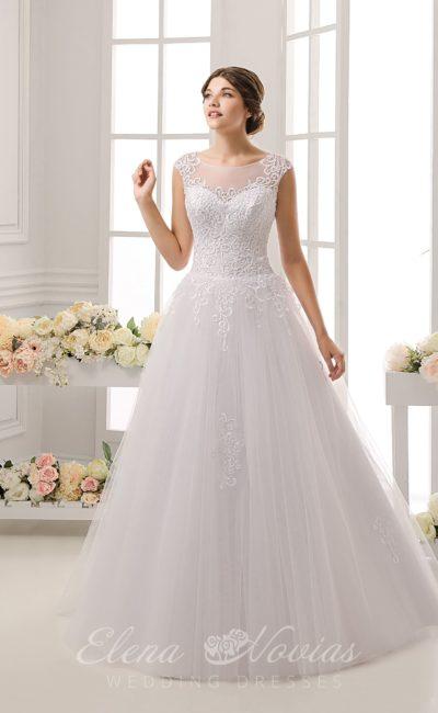 Нежное свадебное платье «трапеция» с полупрозрачной спинкой и фактурным декором корсета.