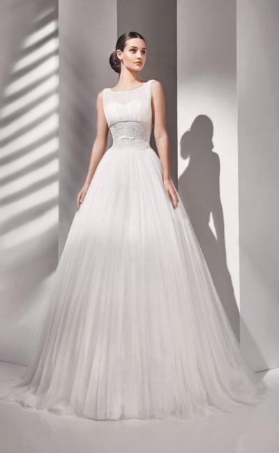 свадебное платье с полупрозрачным декором лифа