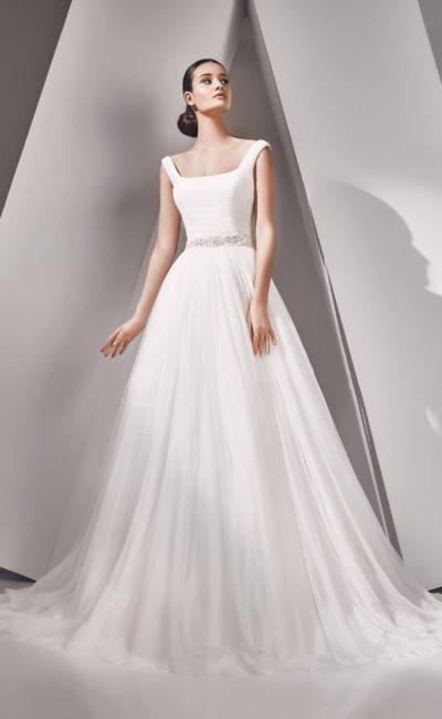 свадебное платье с вырезом каре