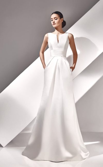 Стильное свадебное платье из атласной ткани
