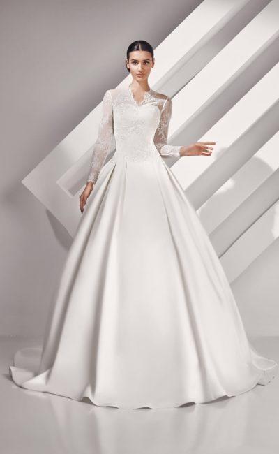 Пышное платье с кружевными рукавами