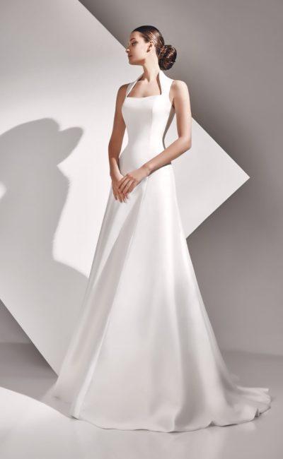 Атласное свадебное платье А-кроя с оригинальным вырезом и закрытой спинкой.