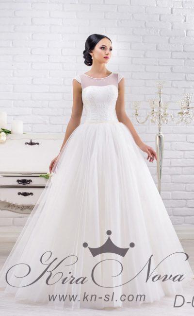 Свадебное платье «трапеция» с изящным вырезом сзади и высоким округлым вырезом спереди.
