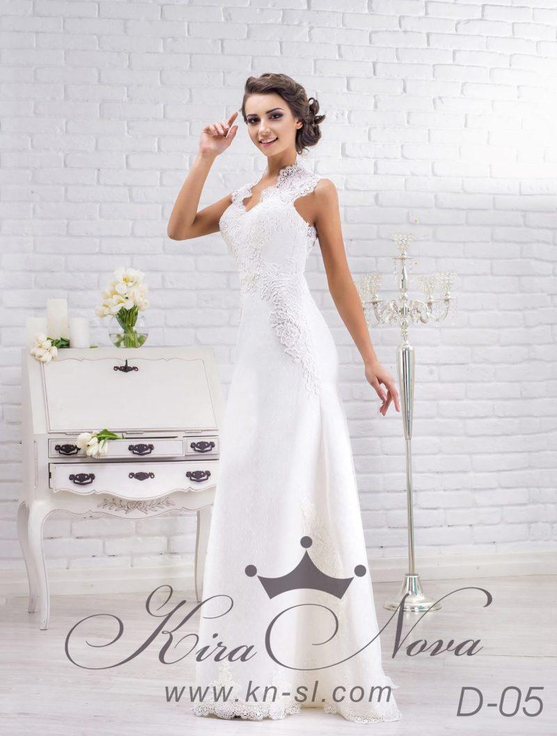 Атласное свадебное платье «рыбка» с закрытым верхом, украшенным кружевной тканью.