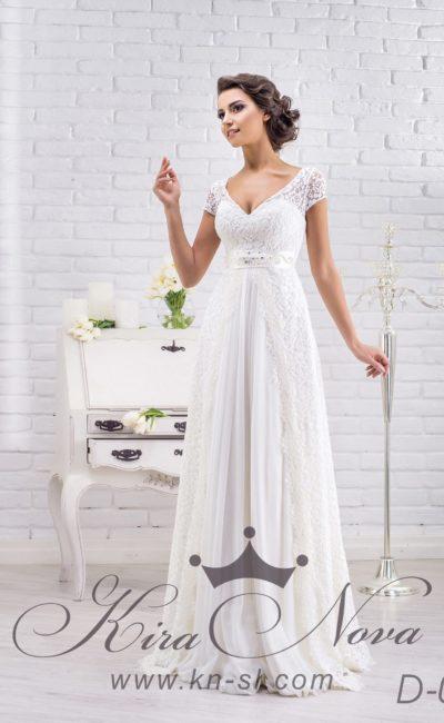 Ампирное свадебное платье с кружевной отделкой юбки и женственным небольшим вырезом.
