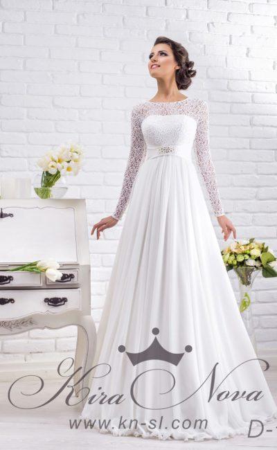 Потрясающе элегантное свадебное платье прямого кроя с фактурными рукавами и завышенной талией.