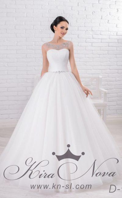 Пышное свадебное платье с элегантной бисерной отделкой лаконичного корсета в классическом стиле.