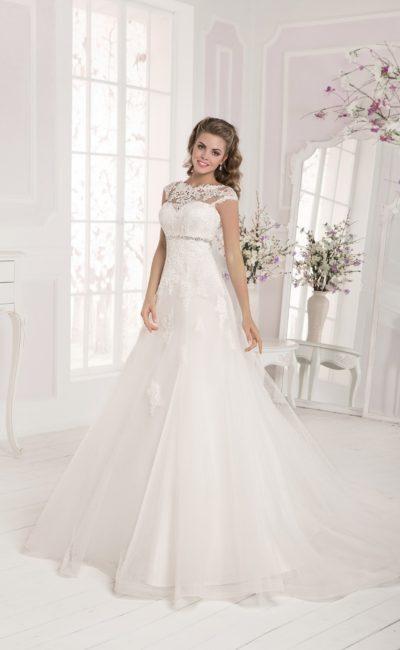 Свадебное платье с отделкой