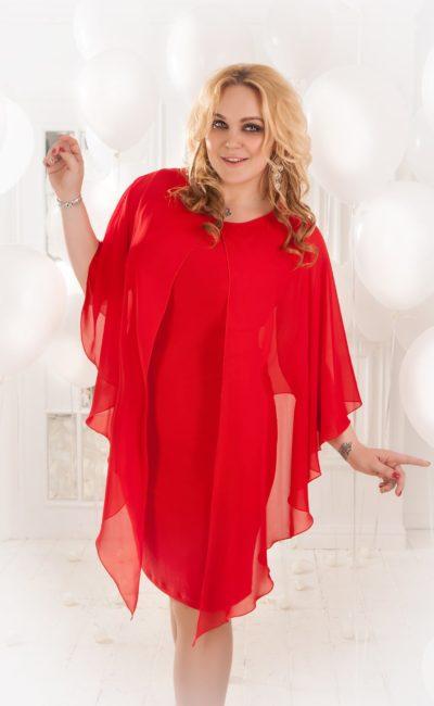 Женственное вечернее платье «футляр» длиной до колена с оригинальной накидкой.