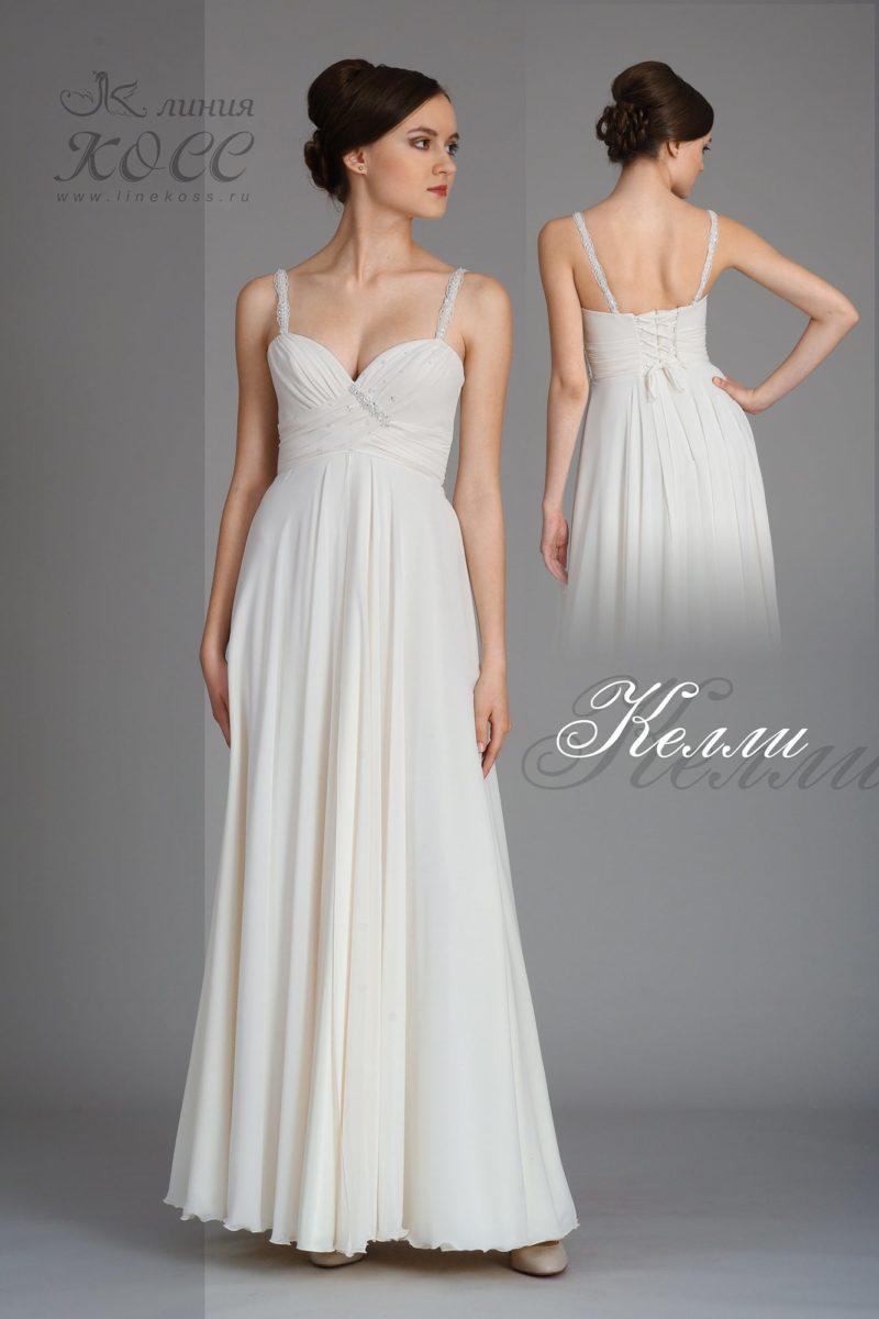 Элегантное вечернее платье прямого кроя с завышенной талией.