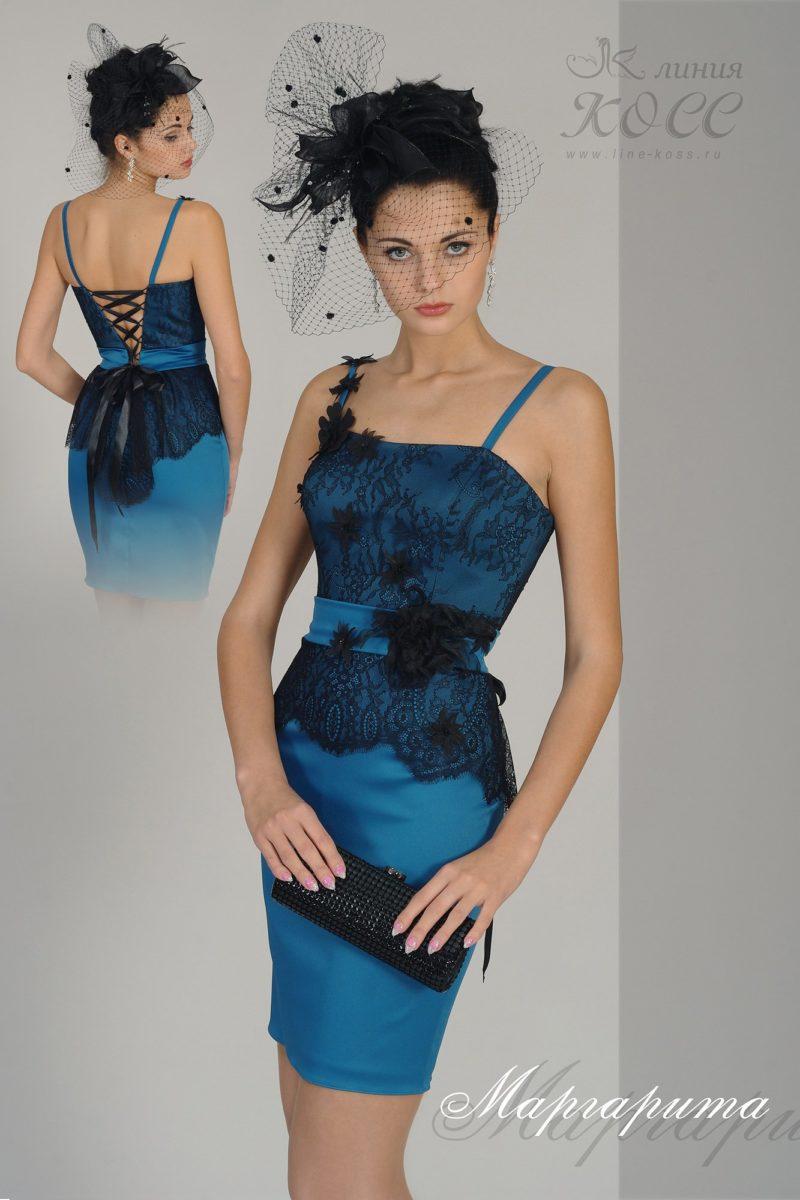 Изящное вечернее платье-футляр с отделкой черным кружевом.