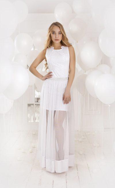 Прямое вечернее платье с полупрозрачной верхней юбкой и фактурным верхом сложного кроя.