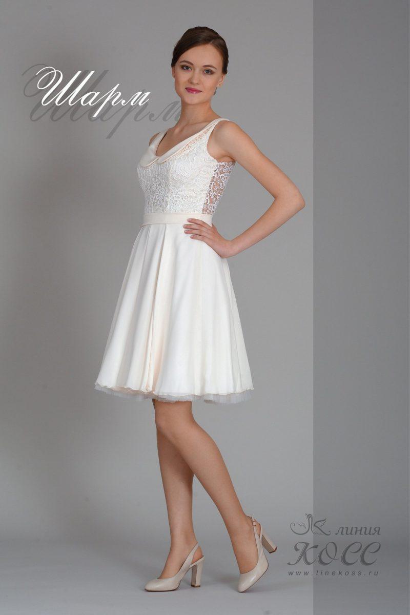 Короткое вечернее платье с округлым атласным воротником.
