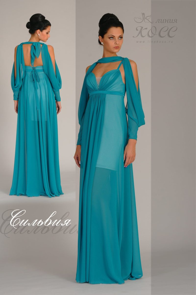 Прямое вечернее платье с оригинальным длинным рукавом.