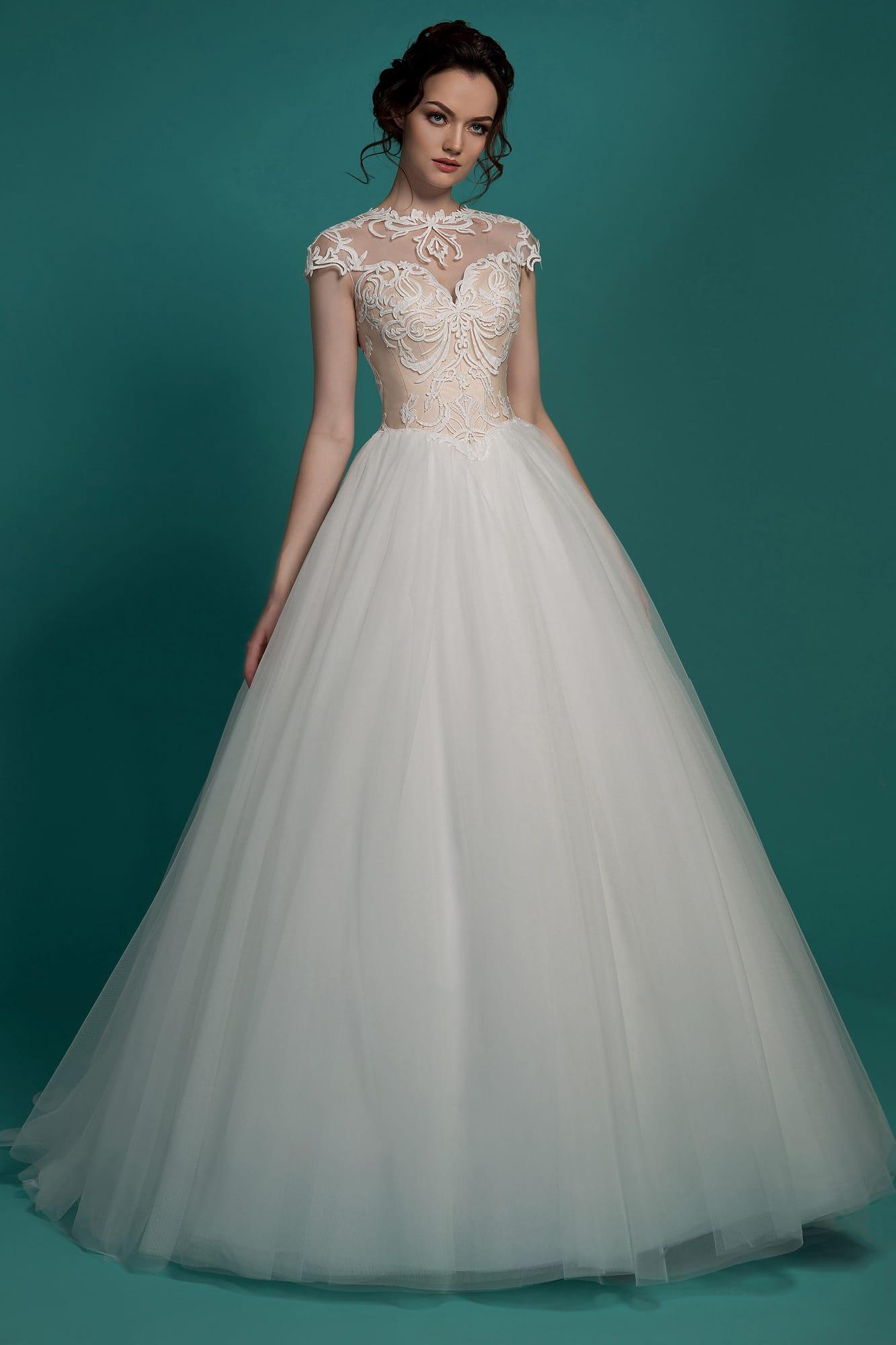 01d3afa5dad Классическое свадебное платье с бежевым корсетом и белоснежной многослойной  юбкой.