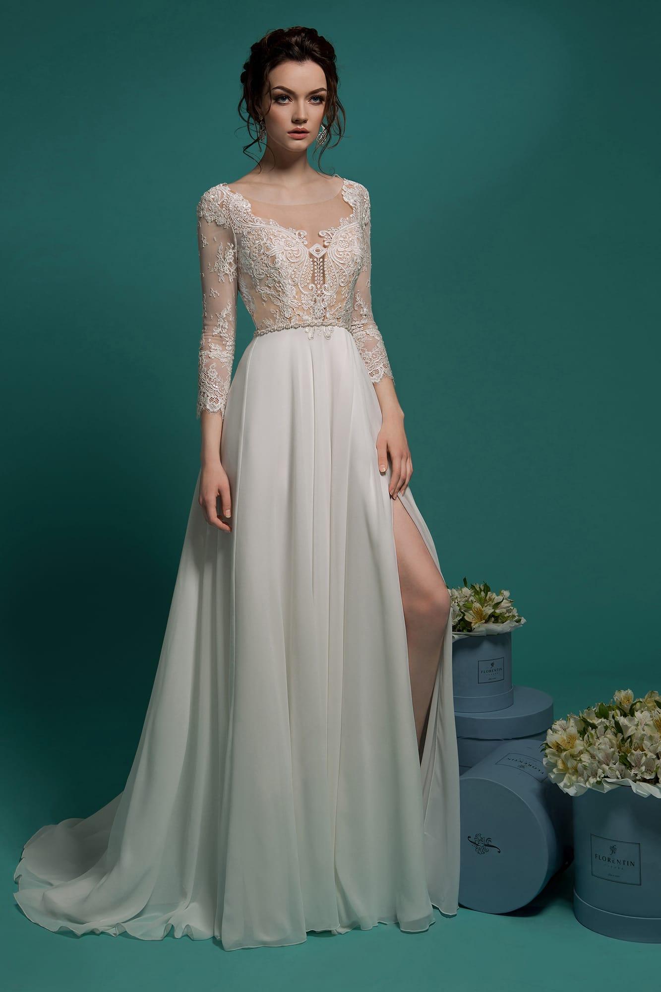 b2bb17f4c2a Соблазнительное свадебное платье прямого кроя с разрезом сбоку по юбке и  длинными рукавами.