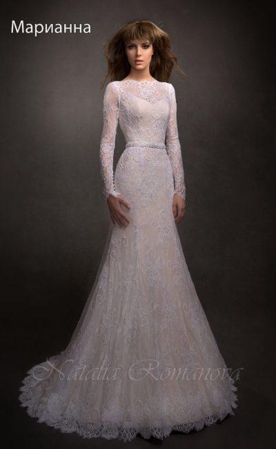 Нежное свадебное платье с бежевой подкладкой