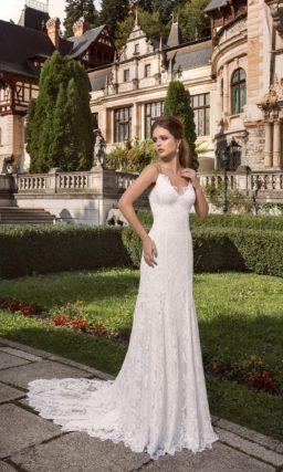 Нежное свадебное платье с кружевным декором и изысканным V-образным декольте.
