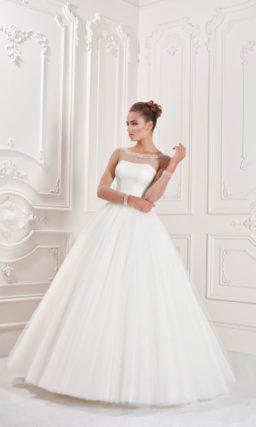 Утонченное свадебное платье с открытым корсетом, покрытым прозрачной тканью.