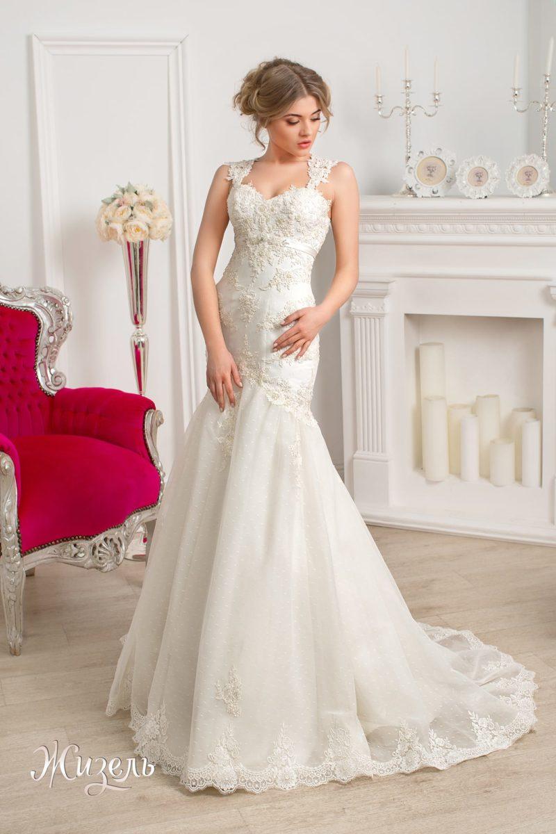 Чарующее свадебное платье «рыбка» с декольте на спинке и романтичной отделкой.