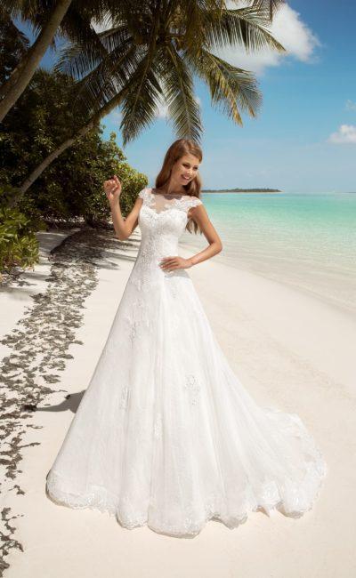 Утонченное свадебное платье с юбкой кроя трапеция и закрытым тонкой вставкой лифом.