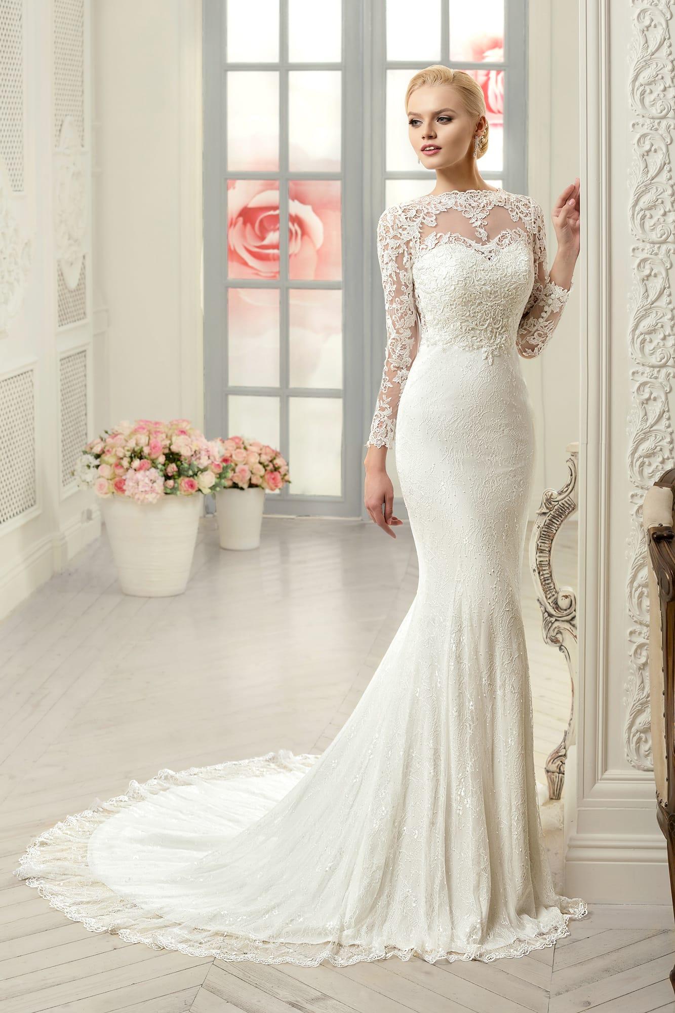 3ebed730679 Закрытое свадебное платье «рыбка» с изящным кружевным верхом и длинными  рукавами.