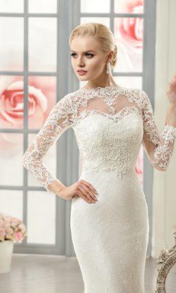 Закрытое свадебное платье «рыбка» с изящным кружевным верхом и длинными рукавами.