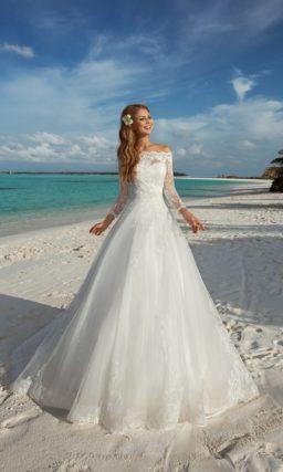 Торжественное свадебное платье с пышной юбкой и лифом, который можно дополнять кружевным болеро.