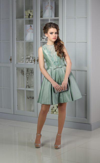 Зеленоватое коктейльное платье с оригинальной пышной юбкой и закрытым верхом.