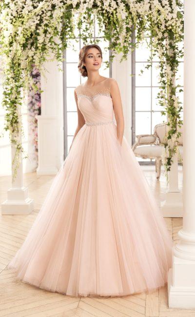 Розовое свадебное платье с изысканной отделкой драпировками по корсету и пышной юбке.
