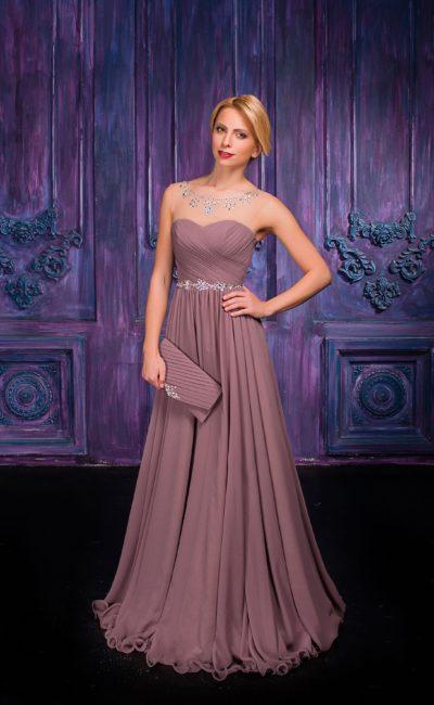 Прямое вечернее платье с отделкой из драпировок и сверкающего бисера.