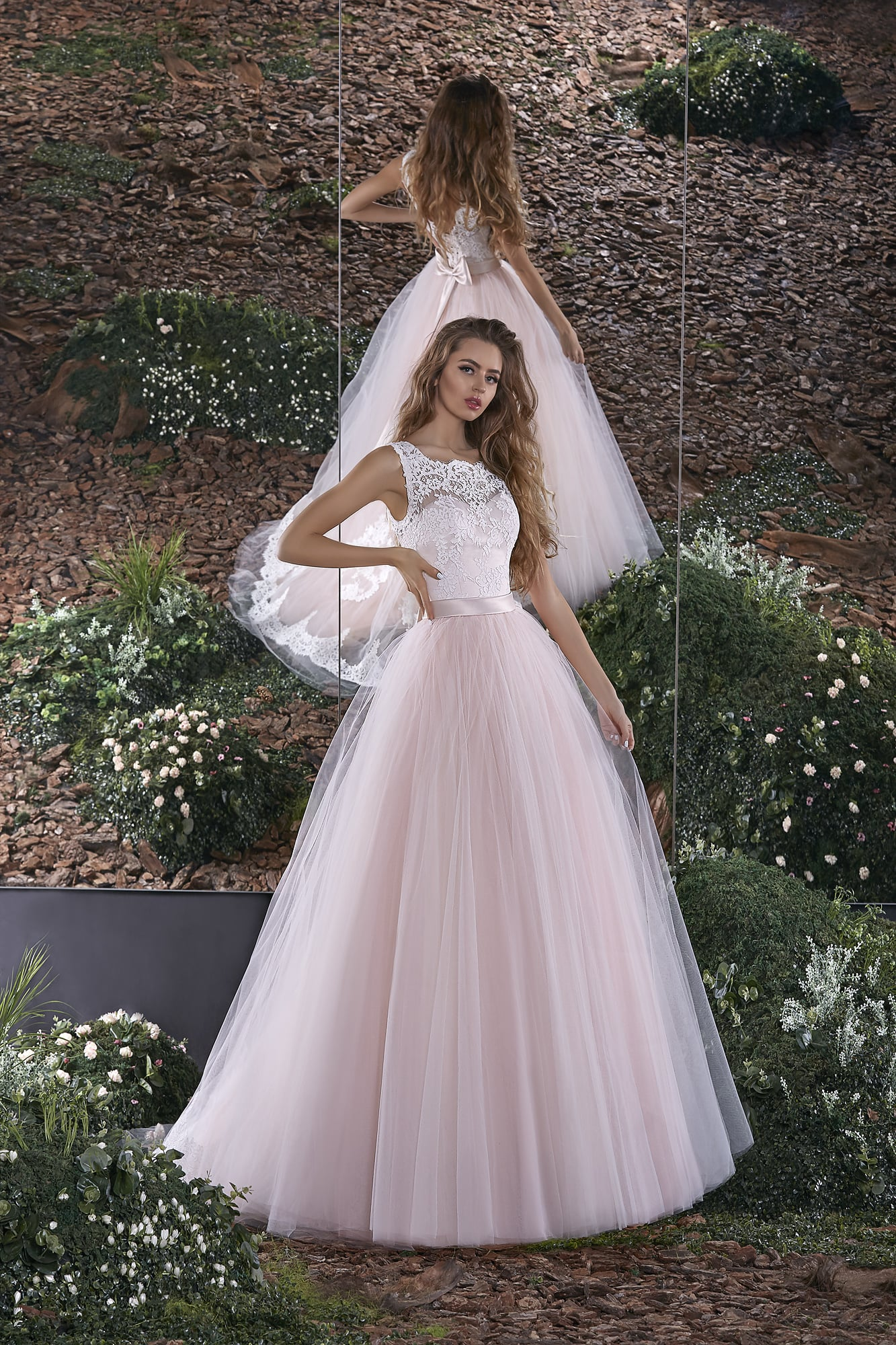 77063576765b196 Романтичное свадебное платье с белым облегающим корсетом и пудрово-розовой  юбкой.