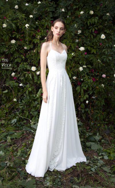 Кружевное свадебное платье с лифом–сердечком и трогательными узкими бретелями.