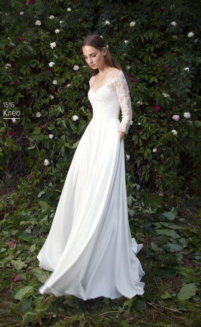 Свадебное платье с нежной прямой юбкой с карманами и кружевным верхом.