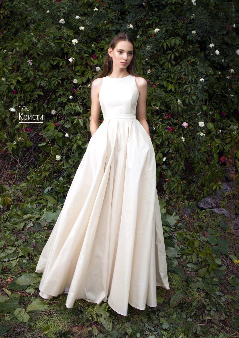 Светло-розовое свадебное платье «принцесса» с лаконичным закрытым верхом.