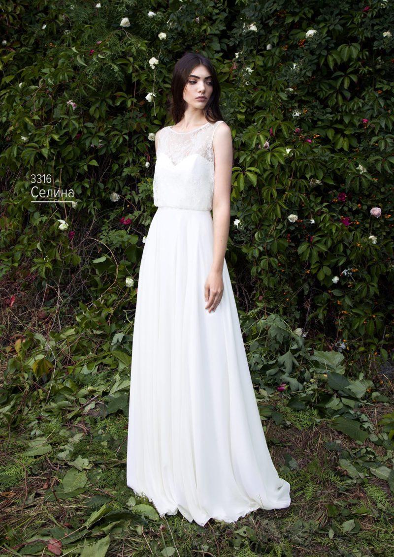 Свадебное платье с элегантным лифом прямого кроя и округлым вырезом.