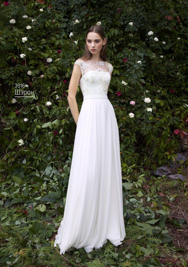 Утонченное свадебное платье с прямой юбкой и тонким кружевным верхом без рукава.