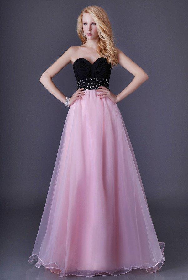 Контрастное вечернее платье с открытым лифом и юбкой А-силуэта.