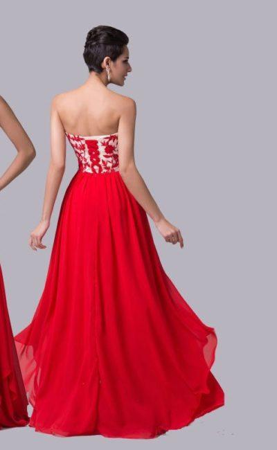 Изящное вечернее платье прямого кроя с красным кружевом на открытом корсете.