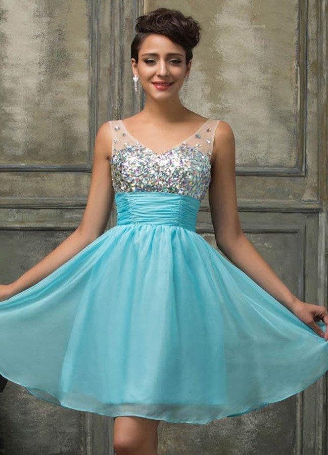 Недорогое платье с короткой юбкой
