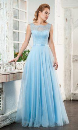 Пышное вечернее платье лавандового цвета с закрытым верхом.