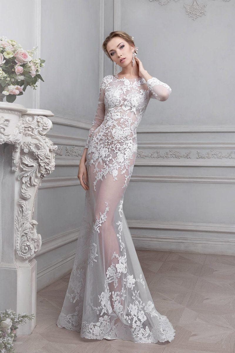 Смелое свадебное платье «русалка» из полупрозрачной ткани, покрытой белым кружевом.