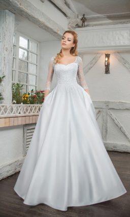 Свадебное платье «принцесса» со скрытыми карманами и кружевным рукавом.
