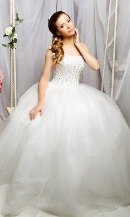 Потрясающе пышное свадебное платье с бисерной отделкой корсета.